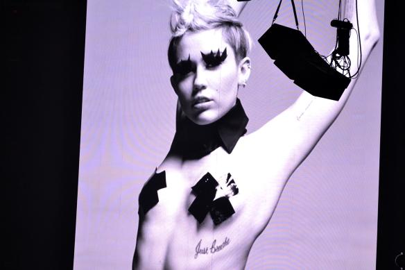 Miley21